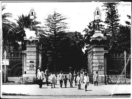 La antigua entrada-y reja-del parque Foto gentileza de César Sarmiento